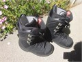 NEW  never used  BURTON FREESTYLE snowboard boots mens size 7  NEW and in MINT CONDITION  removabl