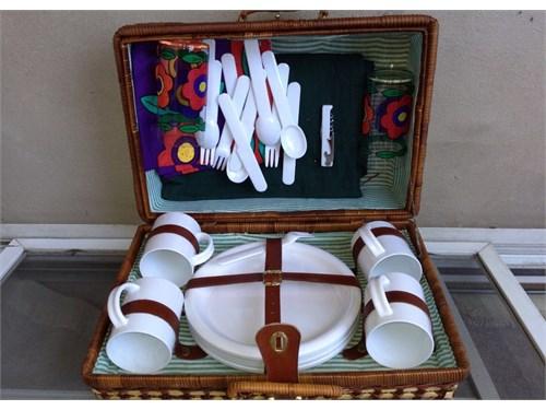 Picnic Basket & utensils