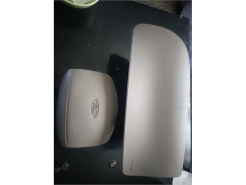 2002 Ford Lariat Airbags