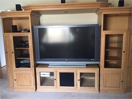 TV / Entertainment Center