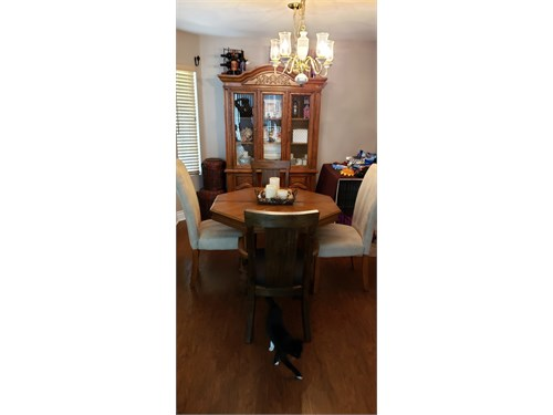 Must Sell! Hutch & Table