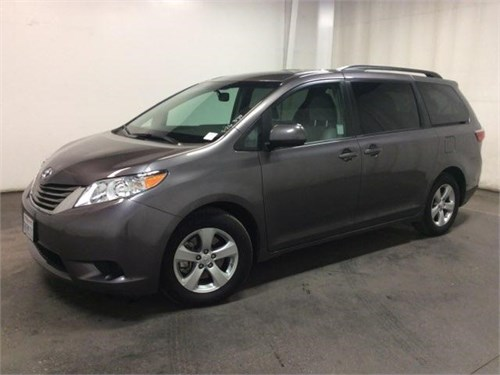 2015 TOYOTA sienna LE --