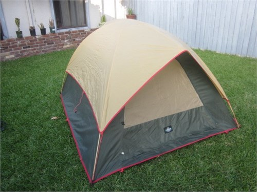 "Dome Tent 7'x 6' x 42""T"