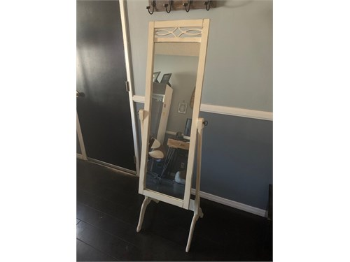 Self-standing mirror