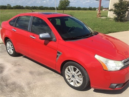Red 2008 Ford Focus SE