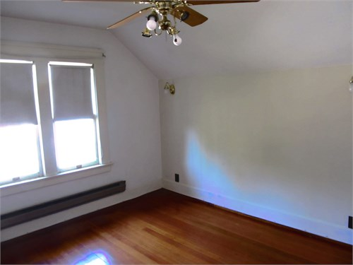Rm for rent w/sec bdrm