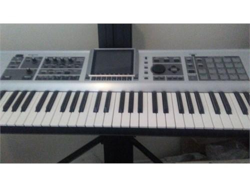 Roland Fantom X7 & Case