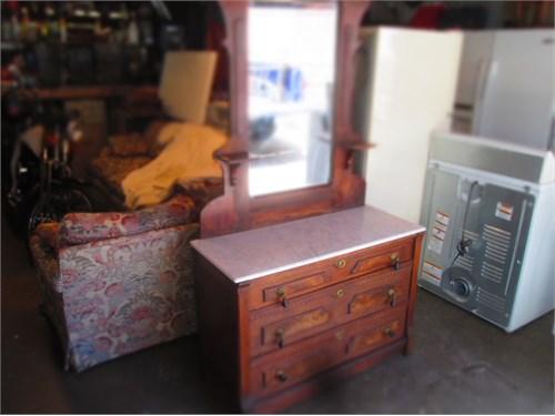 antiquet dresser