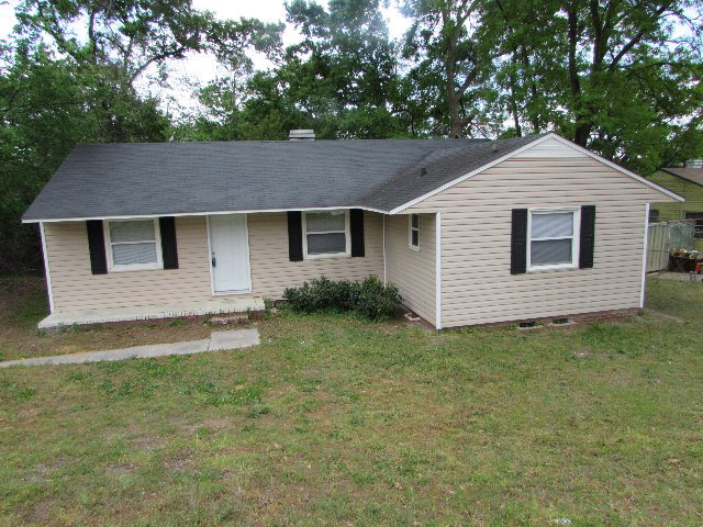 Hutchinson Dr - Nice 4 Bedroom 2 Bath Home LivingDining Room Combo and Kitchen wAll Appliances