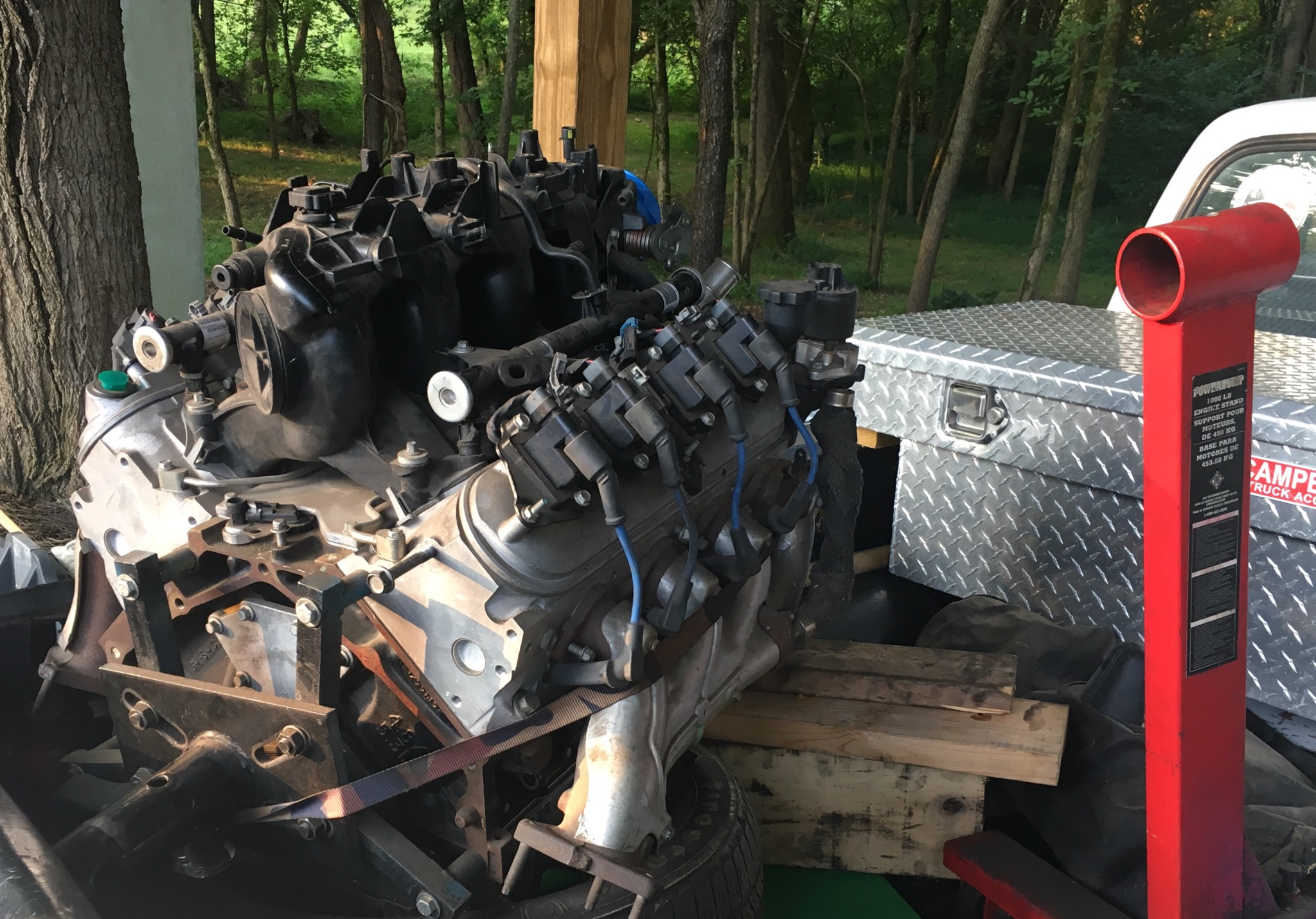 ENGINE 327 53L new with extras 2500 423-383-2777