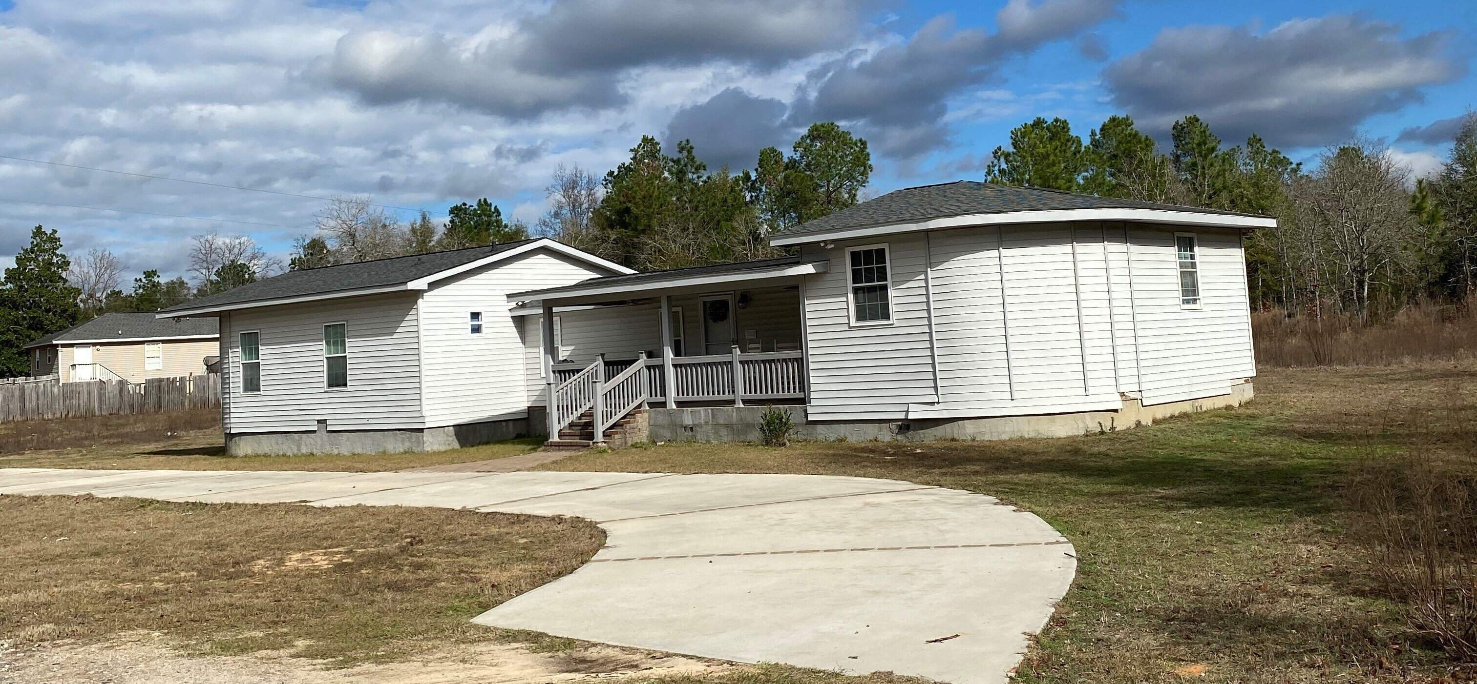 This home is ready for immediate move in It is 3BR2BA with granite counter tops and other updated