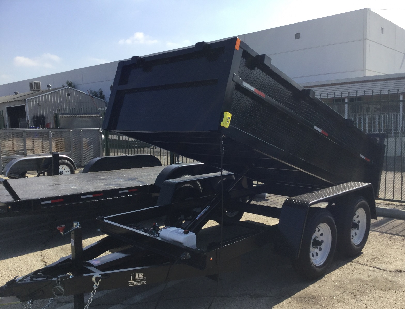 7000GVWRTrailer weight 2400lb2 516 ball needed5 ft width inside box 79 to 80 fender to