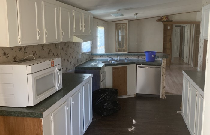 28x80 Fleetwood has new upgrades Kitchen includes a high top breakfast bar pantry eat in kitchen