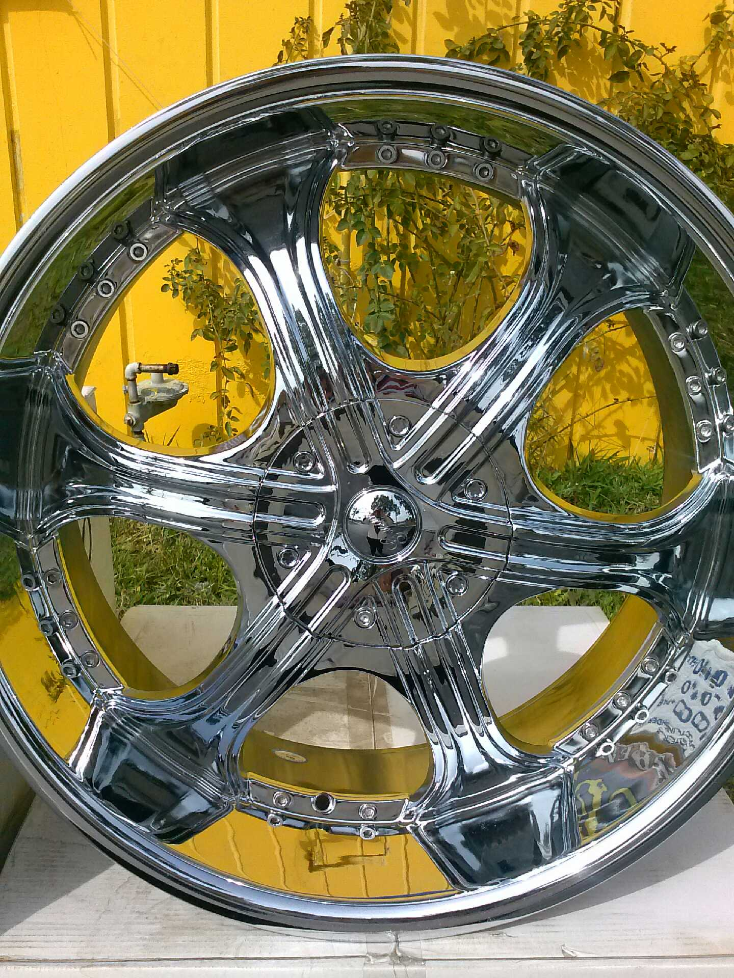 22 chrome wheel from Gazario Has a bolt pattern of 6x135 The package of rims and tires is on sale