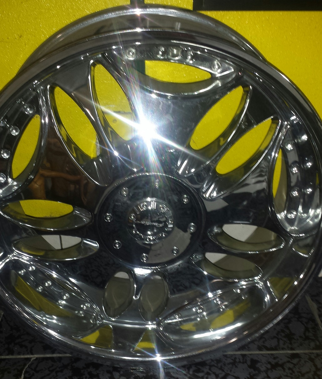 Wheels on special brand name Pantera 22x95 bolt pattern 6x139TWO LOCATIONS Business website