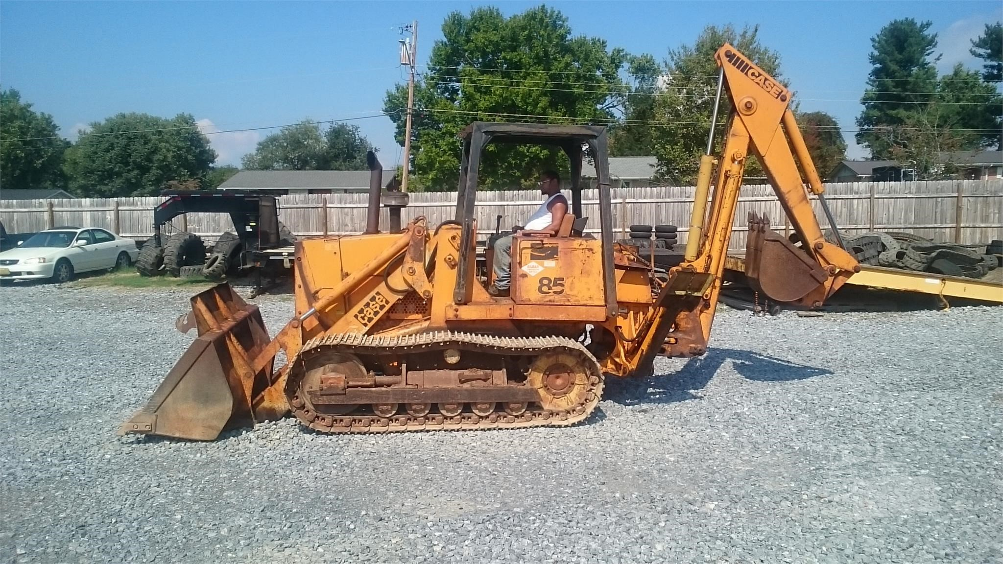 1979 CASE 850B CRAWLER LOADER GP BUCKET WITH TEETH AND FACTOR REAR BACKHOE ATTACHMENT 24 REAR BU