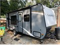 Starcraft launch 17 ft Quen side bed with entrance on both sides 2017 like new single axle 3000 lbs