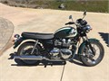 2008 Triumph Bonneville Like new T-100  Extra seat included with bike  Only 1263 miles