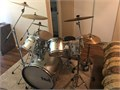 Taye 6 pc Drum set w 4 cymbals  High-hat  Includes fbrgls cymbal carrier  needs new heads grcon
