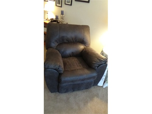 Recliner - Brand new!