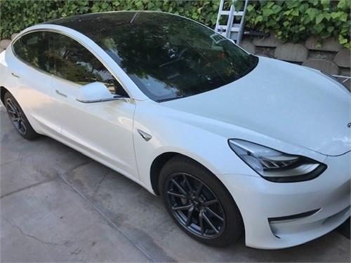 Tesla 3 whit pearl 13kmls