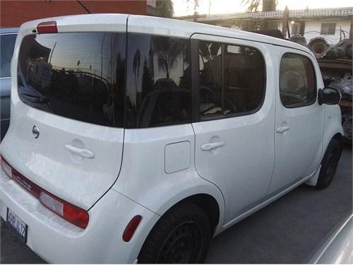 Nissan Cube White Clean