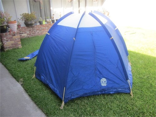 3 man dome tent MINT COND