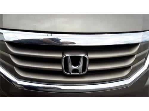 gold Honda odyssey