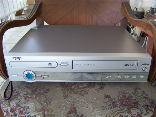 RCA DVD/VCR COMBO PLAYER