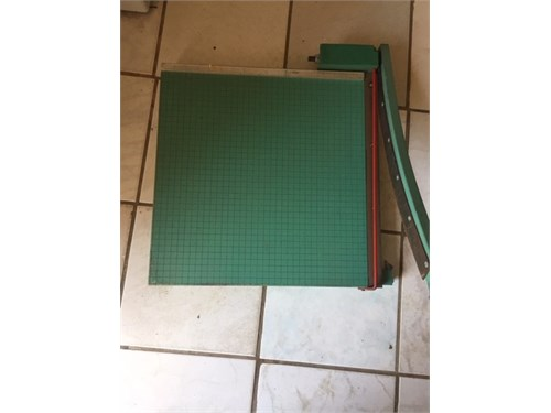 HEAVY DUTY PAPER TRIMMER