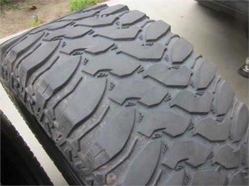 Truck / SUV Big Tires 4