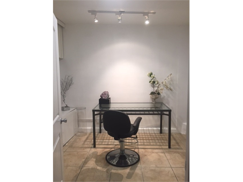 Room/Salon for Rent