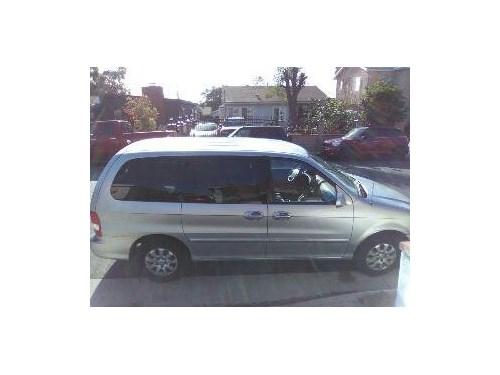 2004 Kia Sedona minivan