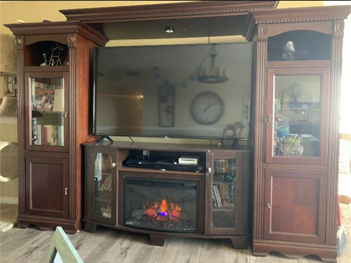 4pc fireplace/ Enter. Ctr