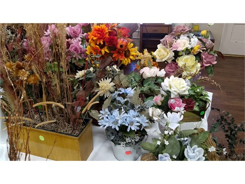 Assorted silk flowers