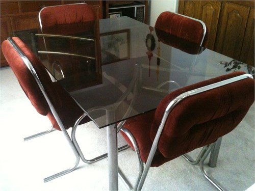 Dining Room Table & Chair