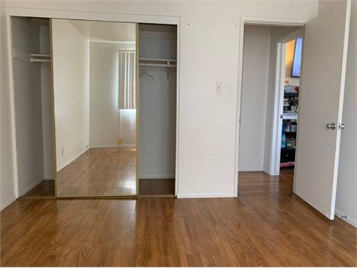 Lrg Room for Rent