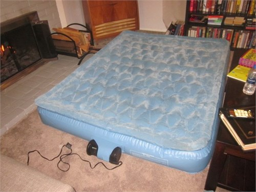 QUEEN SIZE AIR BED NICE