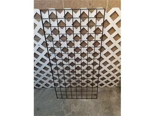 Retail store display grid