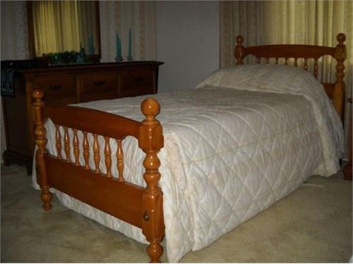 Vintage Twin Bedroom set