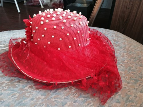 Red Hat Encrusted W Pearl