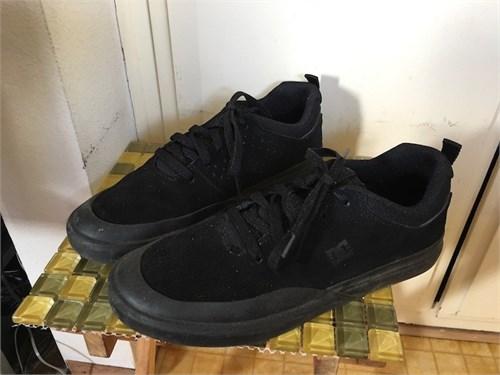 DC Skate Shoes 9.5