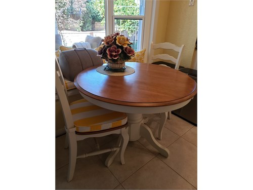 Kitchen Table with 2chrs