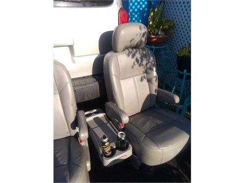 LEATHER SEATS GRAY