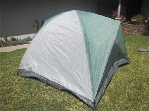MINT COND 3 Man Dome Tent
